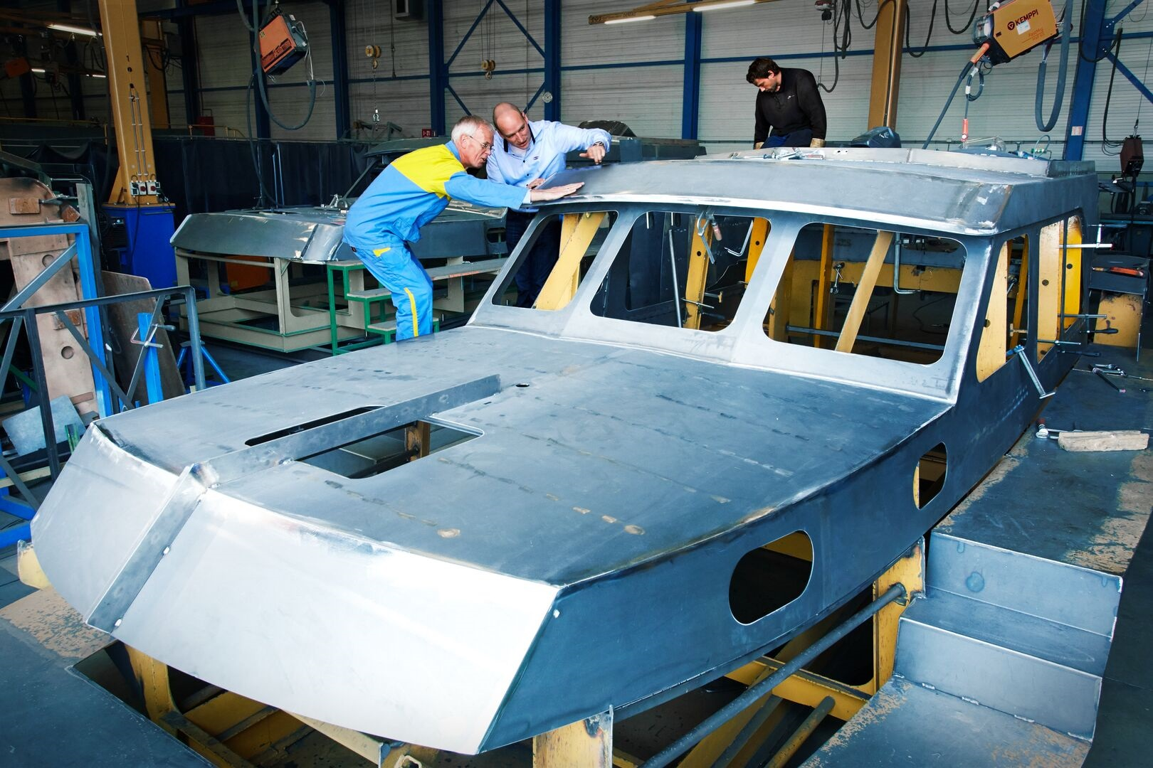 Tata Steel operative working together with Linssen on a new yacht being built