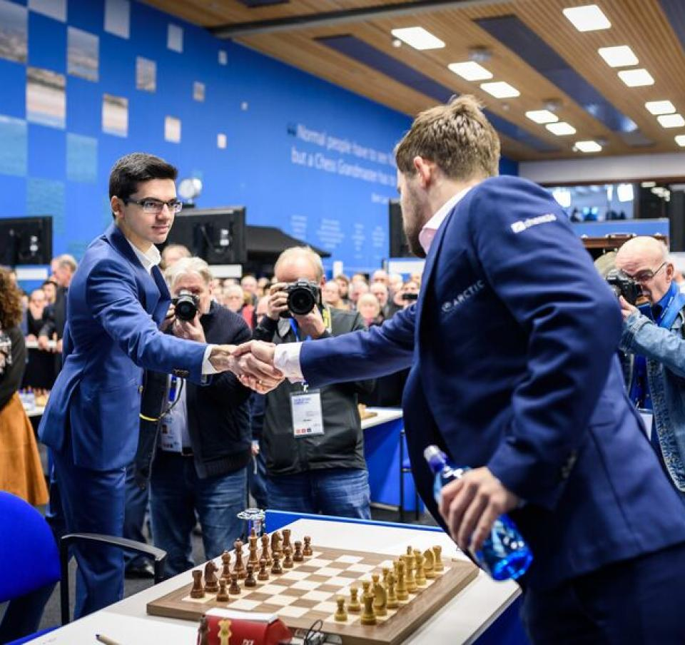 Two players shaking hands as the Tata Steel chess tournament round 1-3